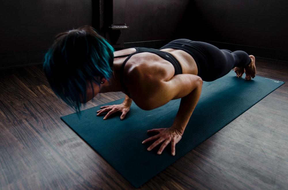 Flatten abdominal muscles