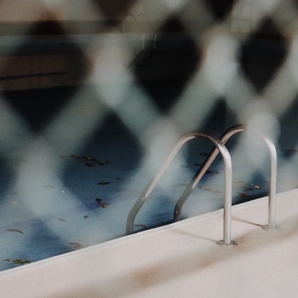 4 Factors to Consider When Selecting a Pool Fence