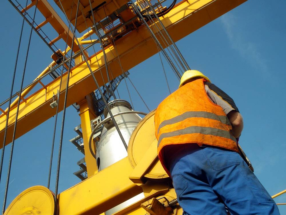 Essential Factors to Consider Before Selecting Portable Gantry Cranes